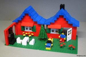 Set 560-1 Town House with Garden 221 Parts, 2 Minifigs, 1979
